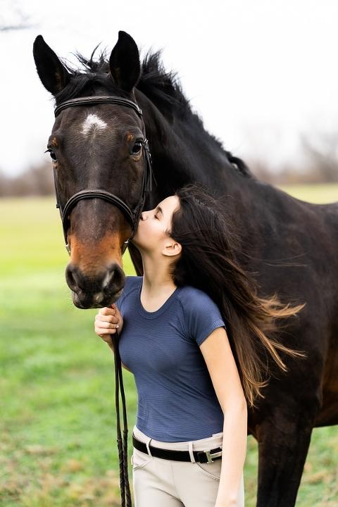senior photos with horse